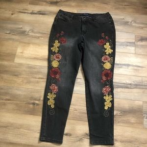 Bandolino Lisbeth Embroidered Jean